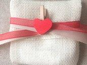 Sacchetto a busta avorio in lino  chiuso con 2 nastri e molletta con cuore