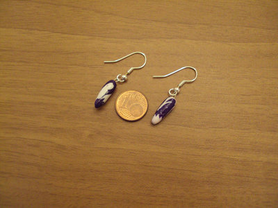 Orecchini capsule viola glitterato-bianco