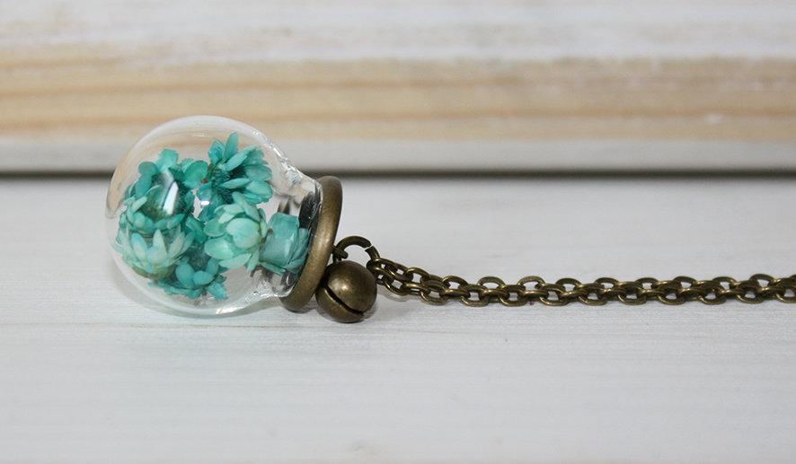 Collana lunga con campana di vetro e fiori