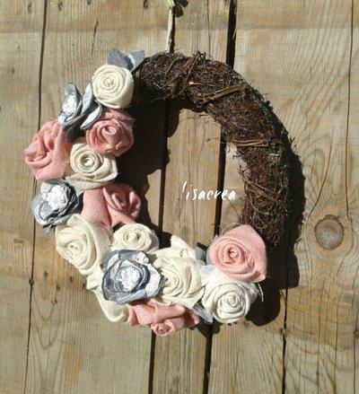 Fuoriporta con rose in yuta e fiori in jeans e pizzo