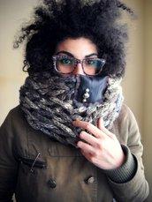 SPEDIZIONE GRATUITA - Scaldacollo in lana color Fumè con inserto in plastica e bhorchie agentate- MilleColli