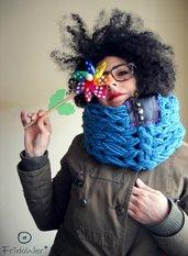 Scaldacollo  MilleColli Turchese in lana con borchie argentate tonde e inserto in plastica- MilleColli- Azzurro Turchese e fucsia