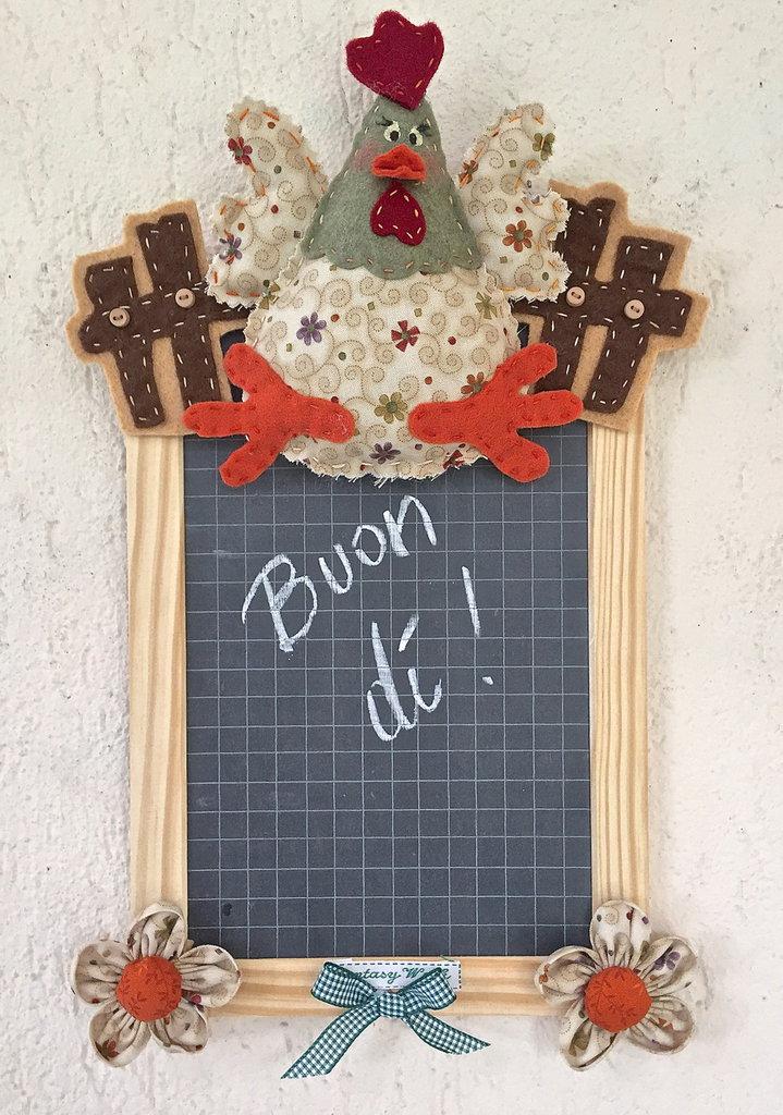 Lavagna ardesia con gallina e fiori per la casa e per te for Oggetti decorativi per cucina