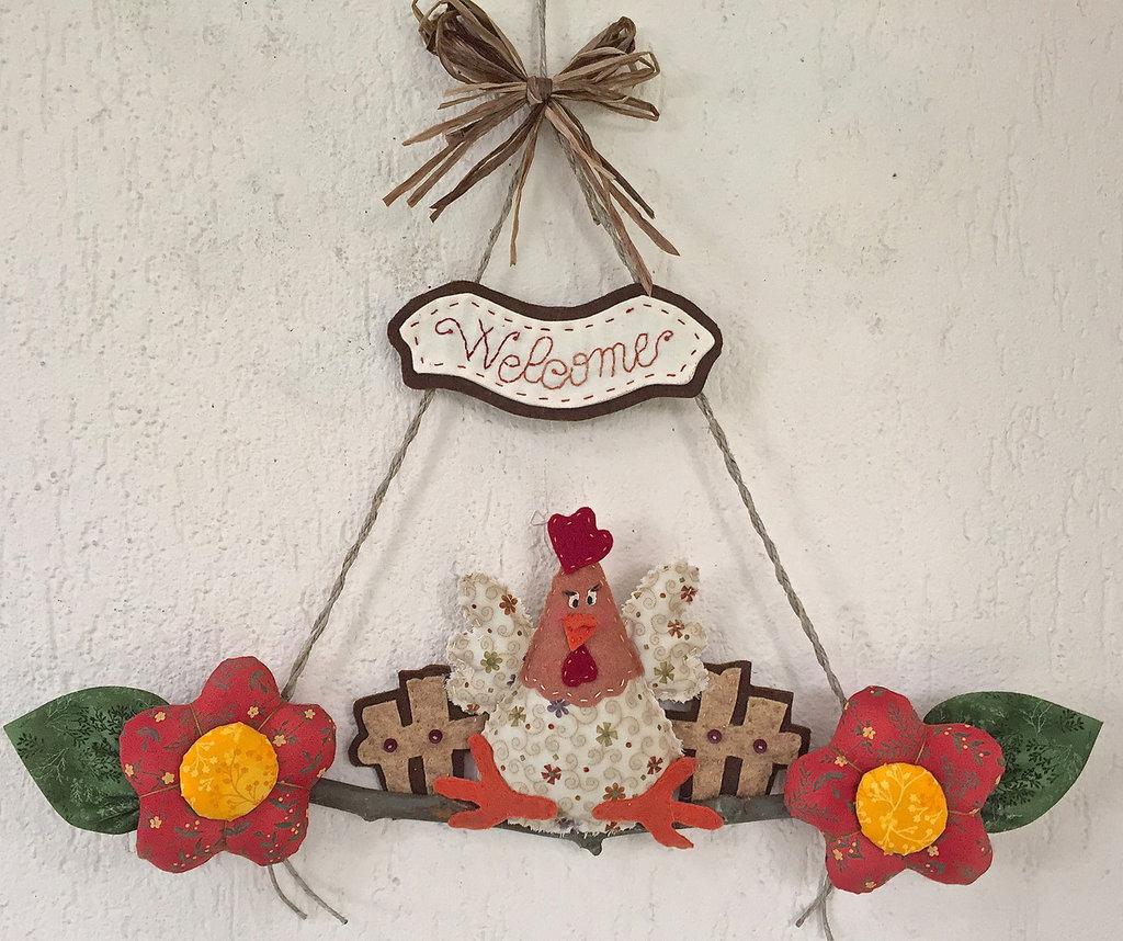 """Fuori porta gallina con fiori e scritta """"welcome"""""""