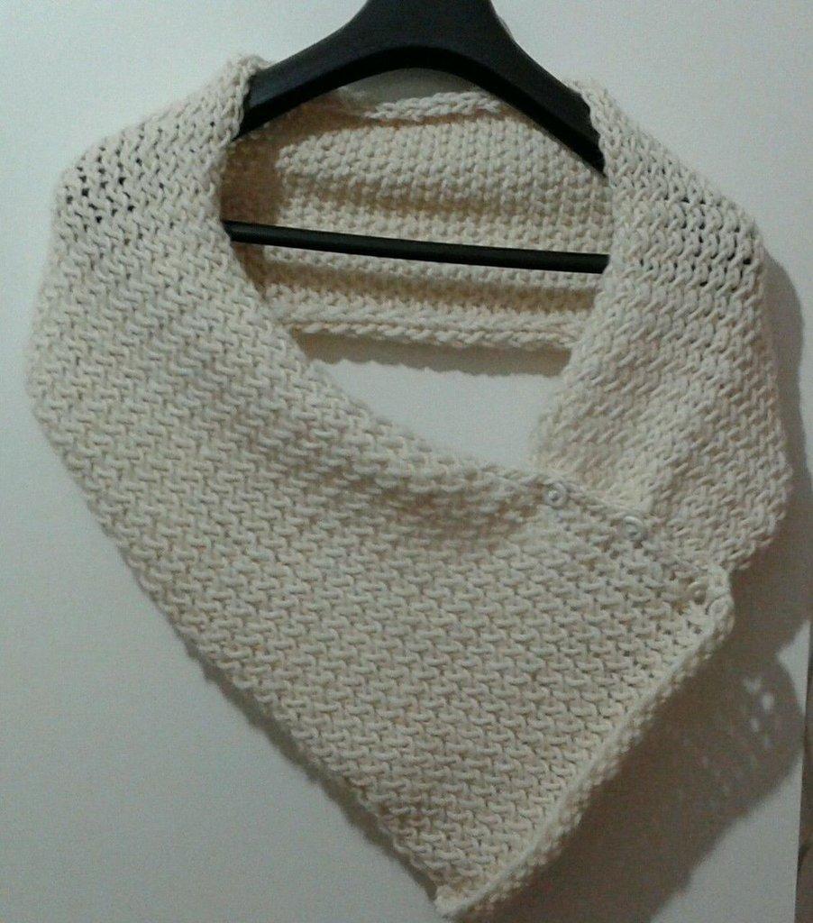 Scarf sciarpa coprispalle fatta a mano con bottoni lana alpaca bianca