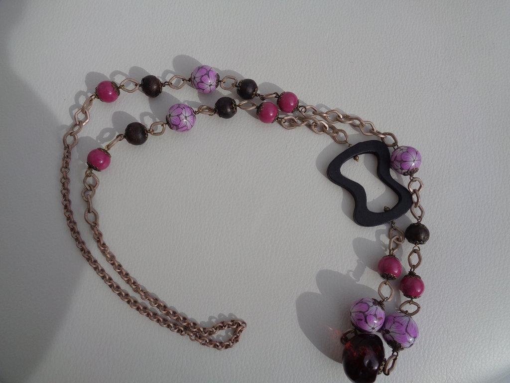Collana lunga con perle in pasta polimerica con fiori rosa