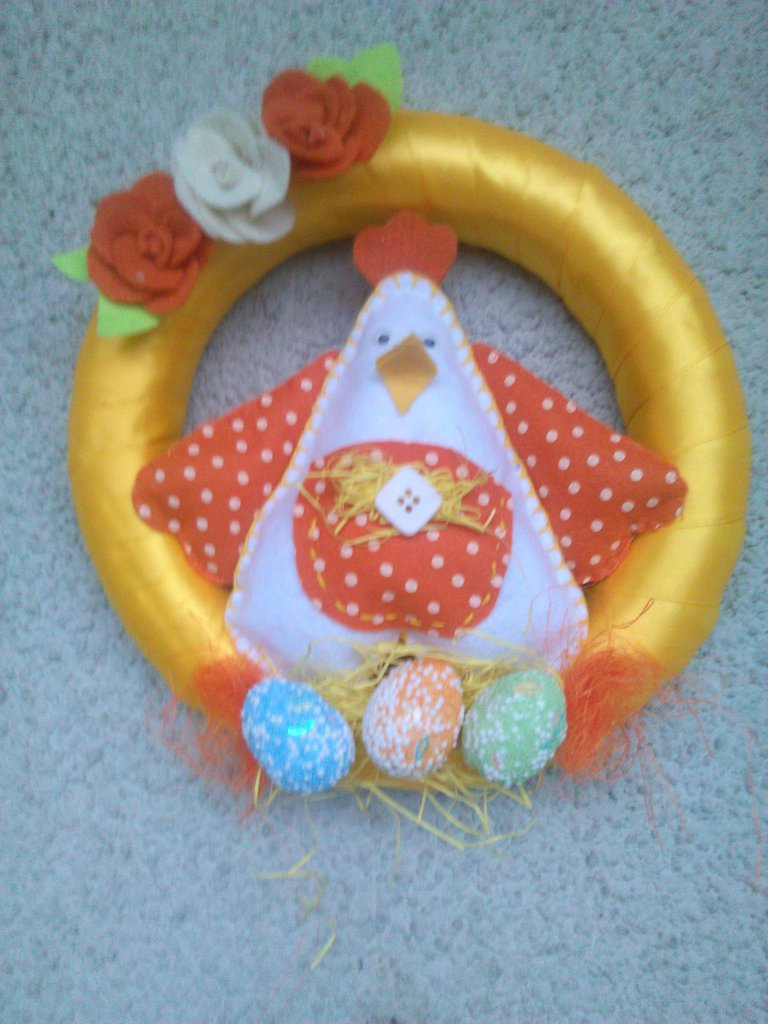 ghirlanda con gallina per Pasqua