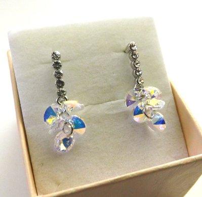 Orecchini con base a perno e cristalli swarovski color aurora boreale con riflessi light blu idea regalo per lei