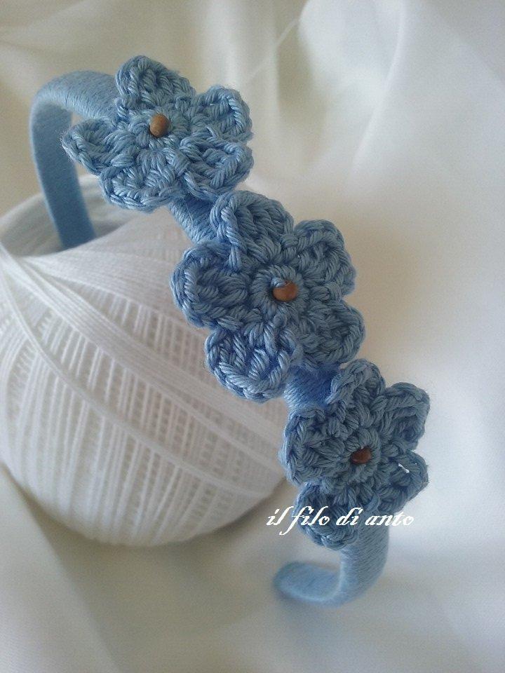 Cerchietto per capelli blu con fiori