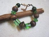 Bracciale in legno e perle di vetro verde - Oasi