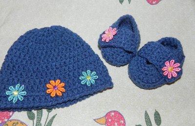 Cappellino e scarpine scarpette berretto bebè realizzati in lana