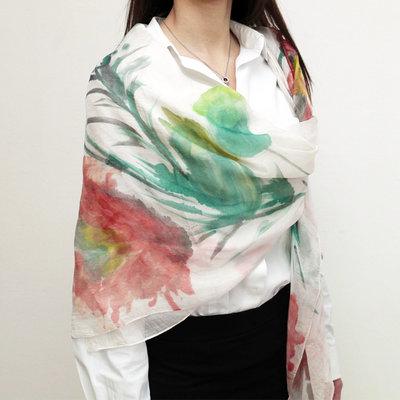 Maxi Foulard in seta completamente dipinto a mano effetto lucente bianco con papaveri esotici dalle calde tonalità rosso arancio, adattissimo come pareo o copri spalle