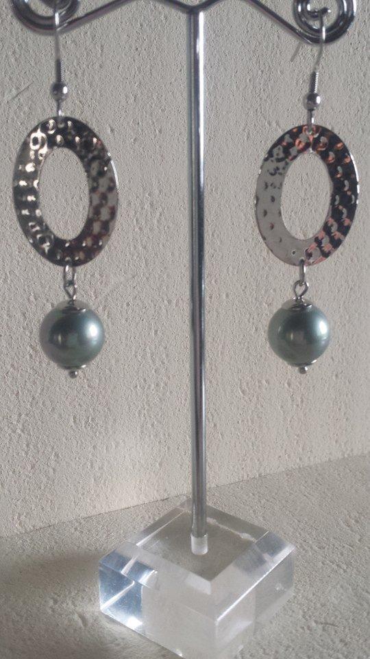 Orecchini in acciaio e perle grigie