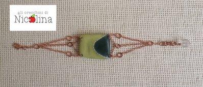 Braccialetto con placca verde e perla vetro trasparente