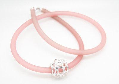 Palla in filigrana di puro argento con collare in PVC rosa antico