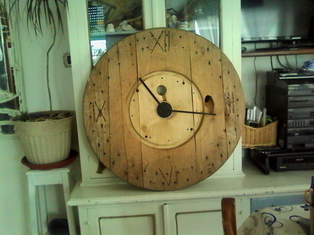 Orologio rustico gigante