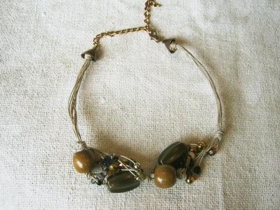 Collier etnico con perline miste e maxi perle bronzate e in legno