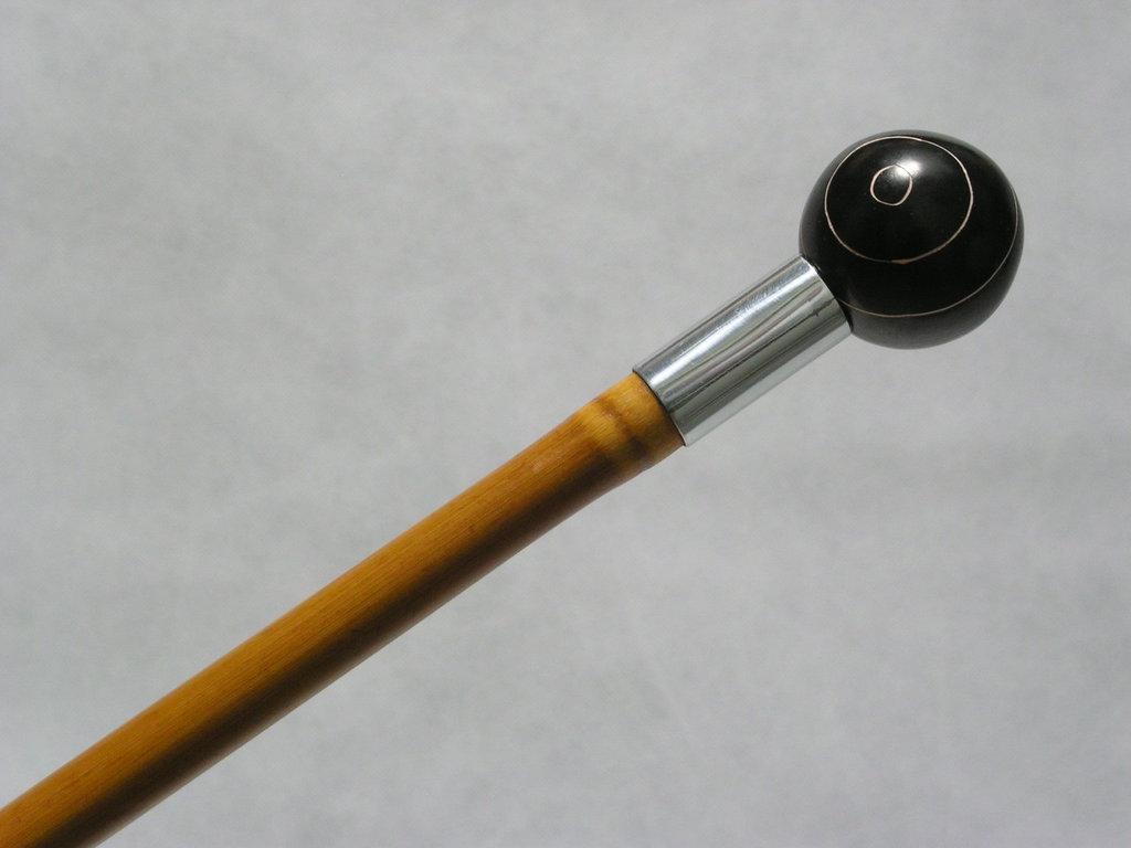 32 - Bastone da passeggio con pomello a palla