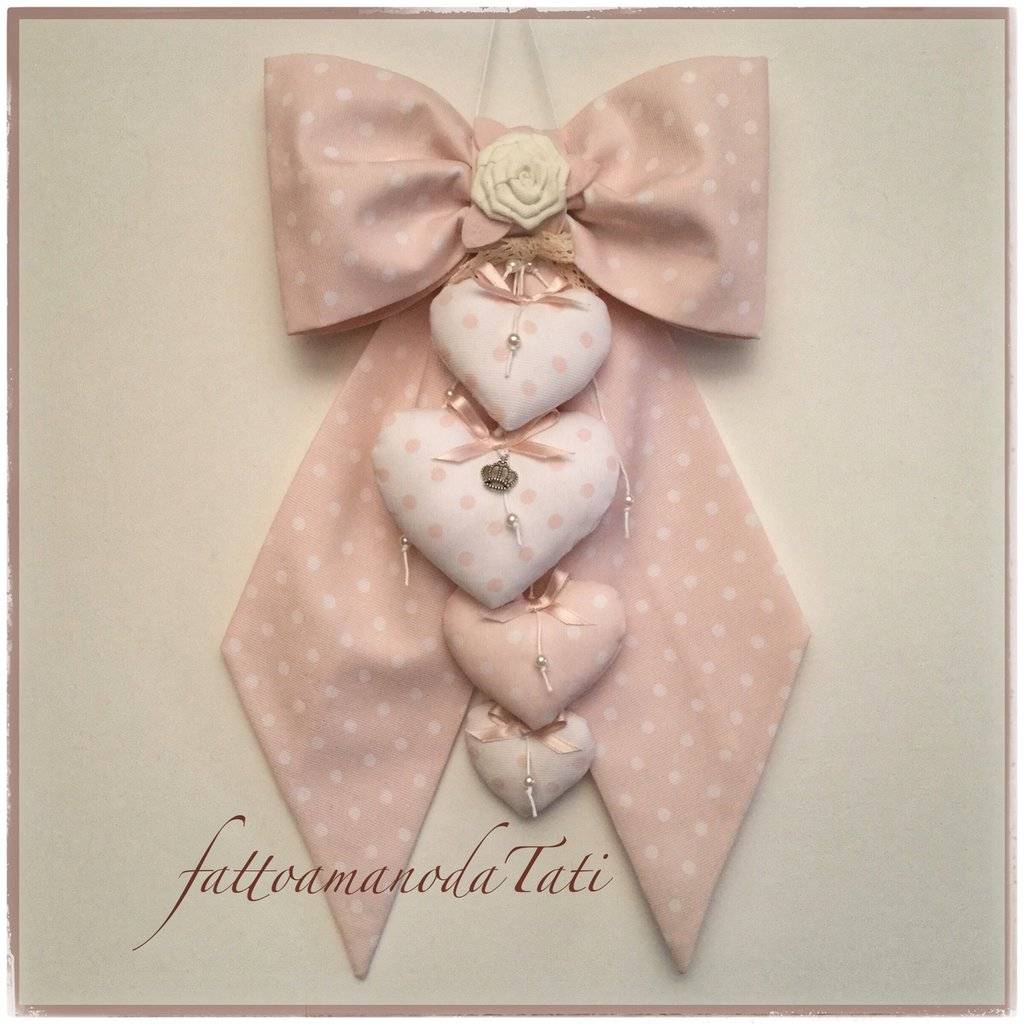Fiocco nascita in cotone rosa cipria a pois con rosellina,cuori e perline