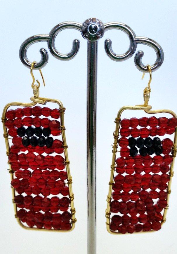 Orecchini metallo dorato perle rosse