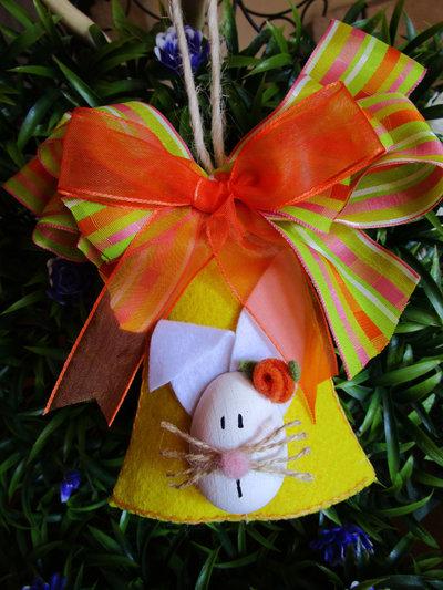 Campana in feltro con coniglietto in legno e fiocchi fantasia