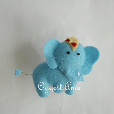 Elefante in feltro imbottito per bomboniera: elefantini agghindati come originali calamite a tema 'Circo'