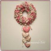 Corona/fiocco nascita petaloso in cotone sui toni del rosa e beige con una cascata di 5 cuori