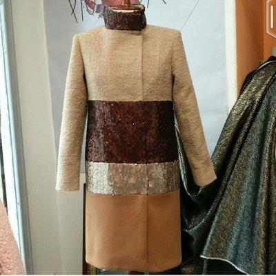 Cappotto in quattro tessuti: lana, bouclé, paillettes