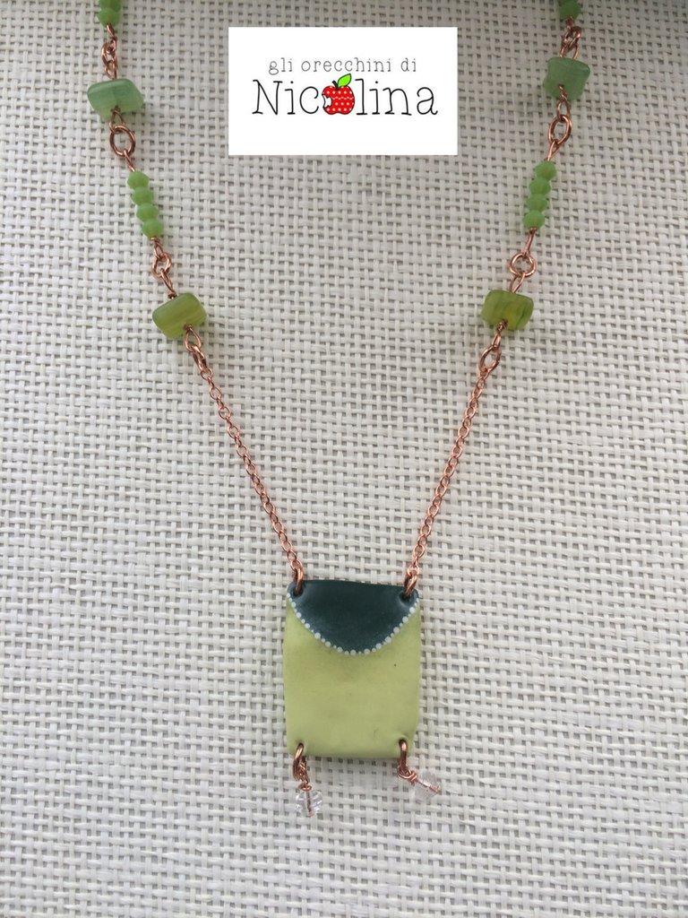 Collana rame con placca verde e inserti in vetro