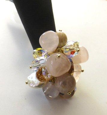 Anello regolabile con base color oro con cristalli,pietra della luna quarzo rosa e madreperla idea regalo per lei