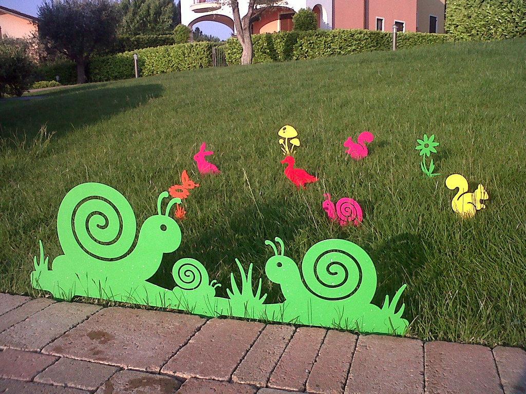 FAMIGLIA DI CHIOCCIOLE 3D - Bordura per giardino
