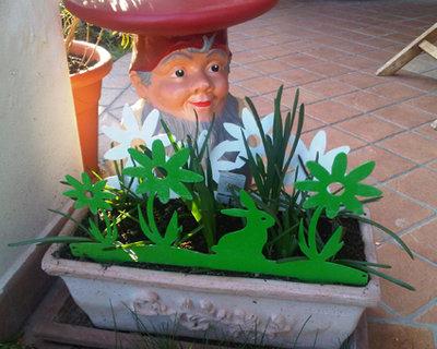 CONIGLIETTO CON I FIORI 3D - Bordura per giardino