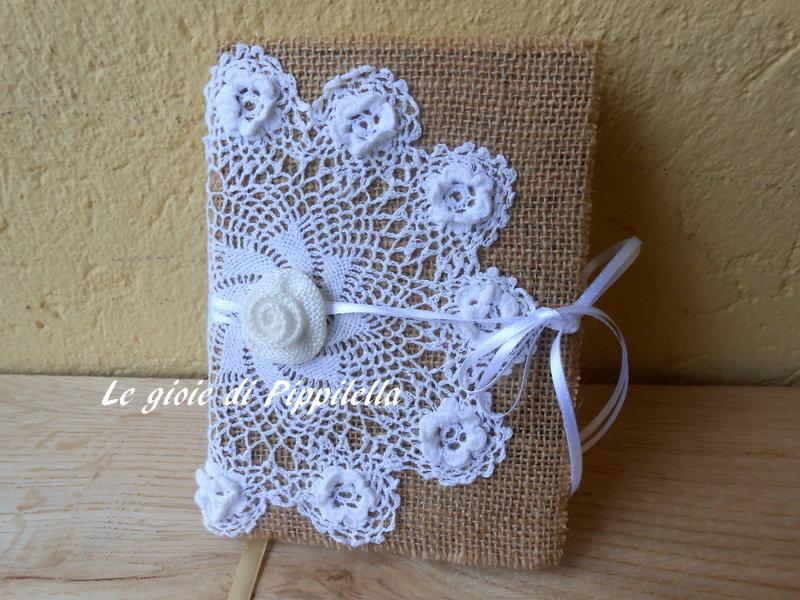 Quaderno, agenda, diario o ricettario in tela juta , centro crochet bianco con rose a rilievo e nastri raso.