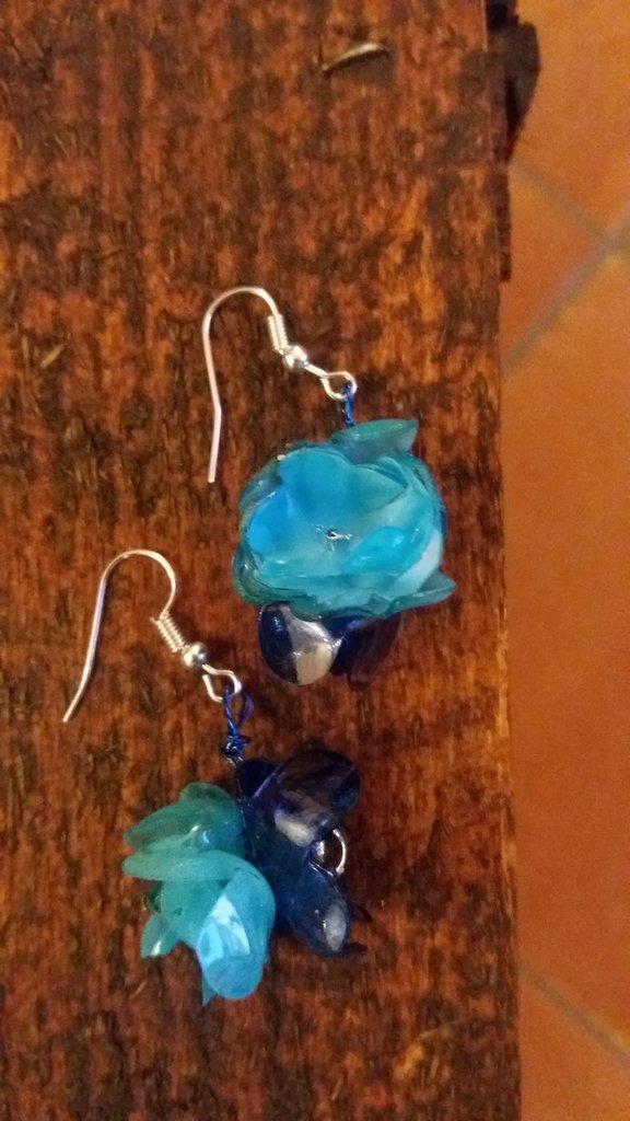 Orecchini azzurri e blu