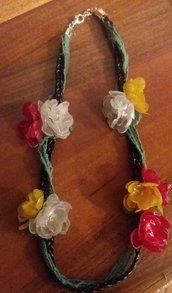 Collana girocollo a fiori