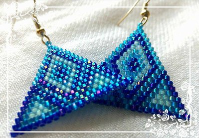Blue triangle earrings / Orecchini a triangolo blu miyuki delica