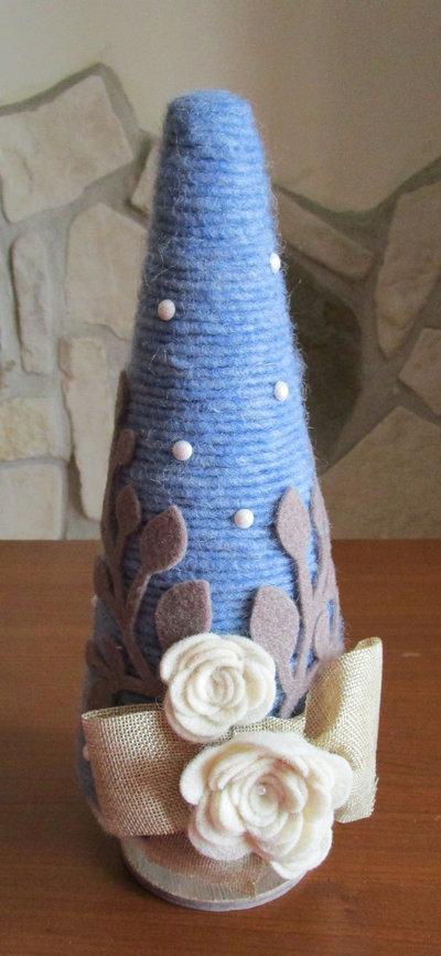 Albero in stile shabby chic realizzato con cordoncino in lana e fiori in feltro