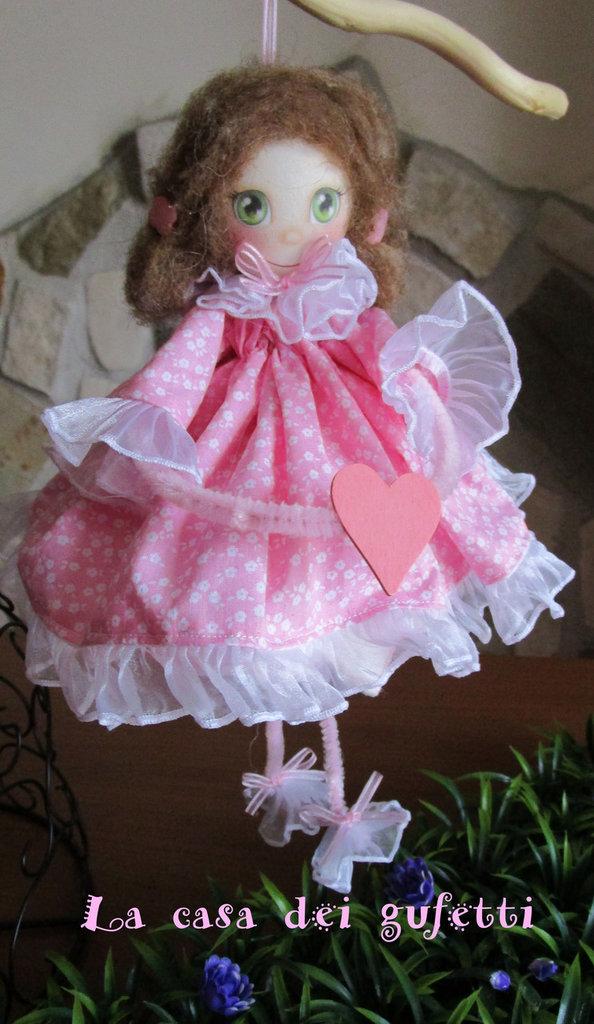 Bambolina con abitino rosa a fiori con faccina in fommy