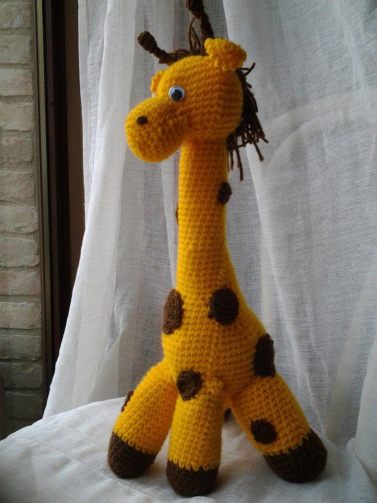 Giraffa amigurumi in lana acrilico