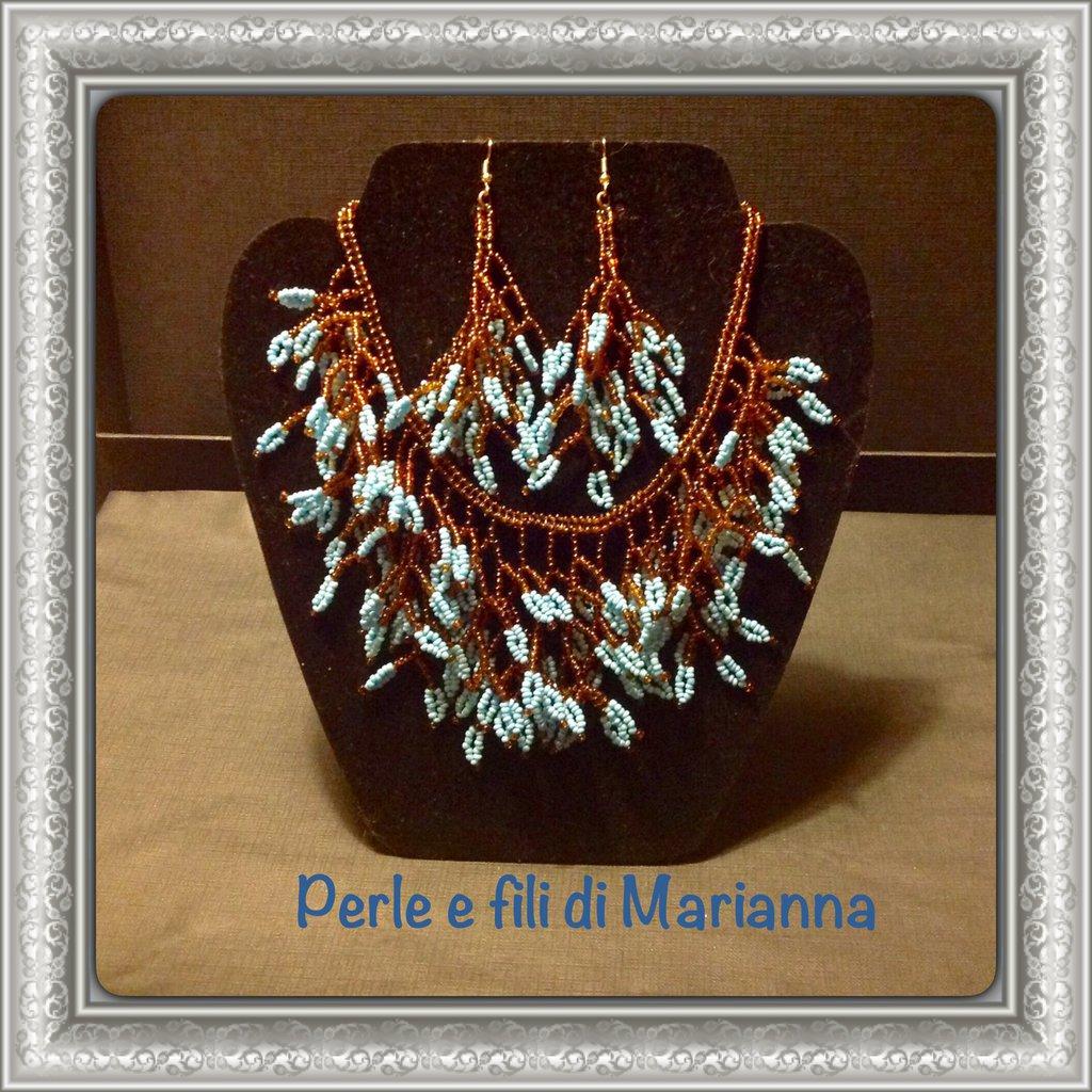 Collana e orecchini perline marroni e azzurre