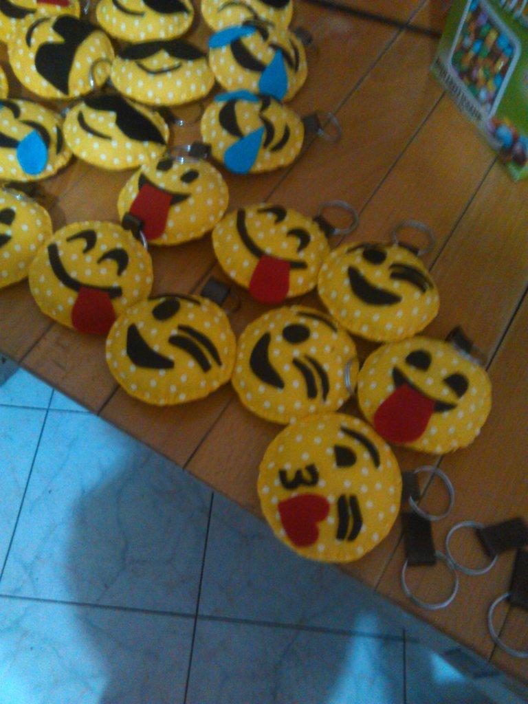 faccine emoticon wathapp con portachiave da utilizzare come segnaposto,bomboniere ecc
