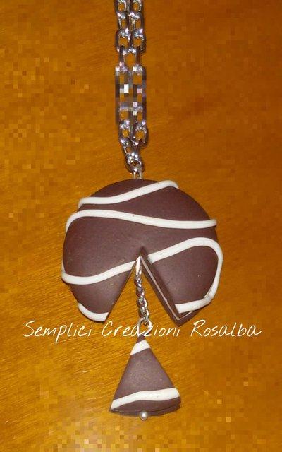 Collana torta cioccolato in fimo, fatta a  mano