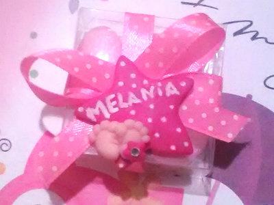 inserzione riservata 30 magneti bomboniere scatolina trasparente nastro fucsia stella fucsia Melania,confetti rosa e bigliettini benvenuta Melania