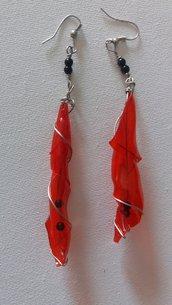 Orecchini rossi lunghi
