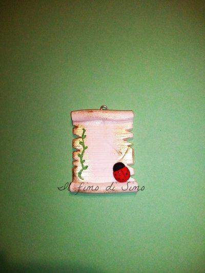 bomboniera pergamena con coccinella in fimo