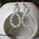 Orecchini a goccia: perle e cristalli