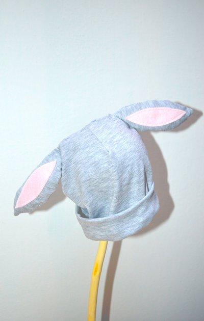 Berrettino in jersey con orecchie da coniglio