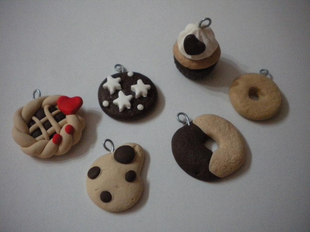 Lotto 12 ciondoli in fimo biscotti Bucaneve handmade charms