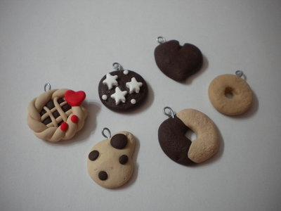 Lotto 12 ciondoli in fimo biscotti Gocciole macine batticuore pan di stelle macine  handmade charms