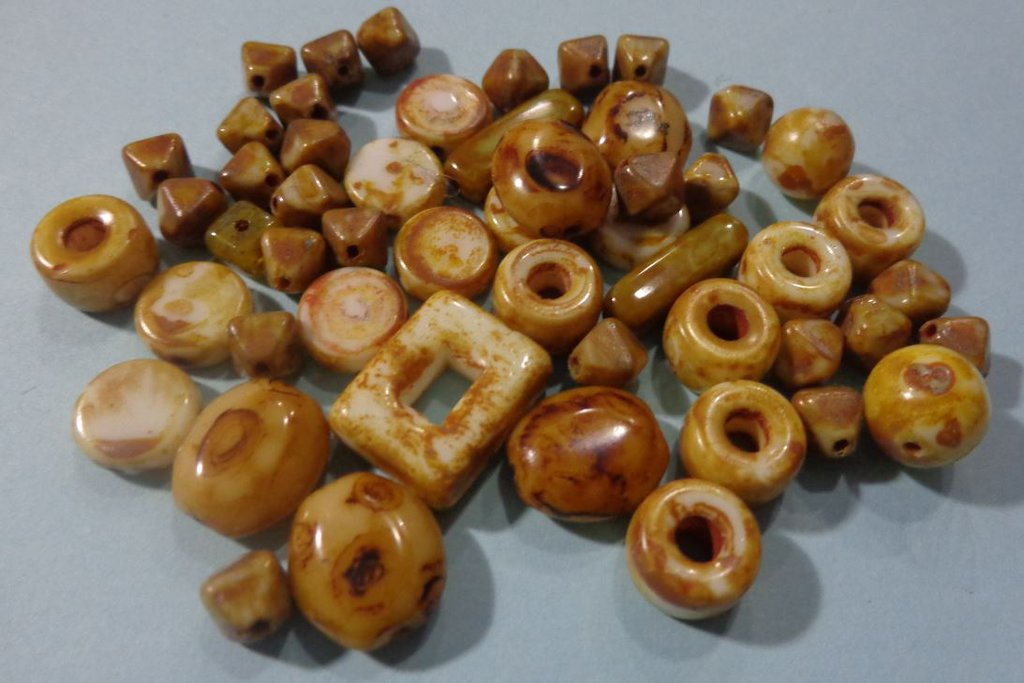 50% DI SCONTO - 52 Perline Vetro di Praga Mou e Crema